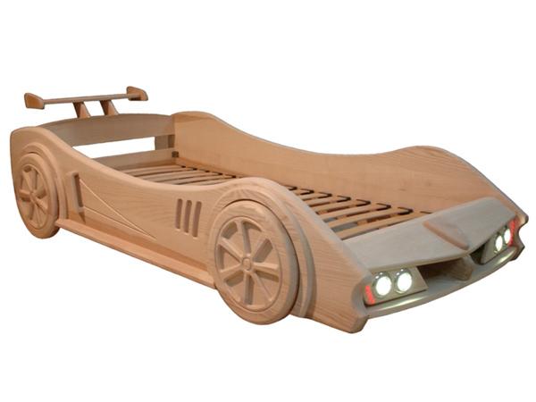 Детская кроватка из дерева в виде автомобиля
